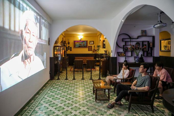 Bảo tàng có diện tích hơn 100 m2, trưng bày hơn 100 hiện vật của những người lính biệt động. Các đồ vật như bàn, ghế, tủ... trong ngôi nhà vẫn còn nguyên và được bài trí gần giống trước kia. Khách tham quan được xem những bộ phim ngắn về lực lượng biệt động Sài Gòn trình chiếu trên tường.