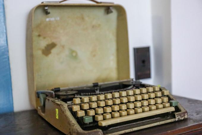 Chiếc máy đánh chữ trong văn phòng của tổng thống chính quyền Sài Gòn Nguyễn Văn Thiệu bỏ lại sau ngày 30/4/1975. Đây là kỷ vật của một bộ đội tặng lại cho bảo tàng.