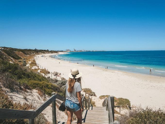 Bờ biển Cottesloe ở Perth được xem là một lựa chọn thay thế thích hợp lúc này. Ảnh: Jana Meerman
