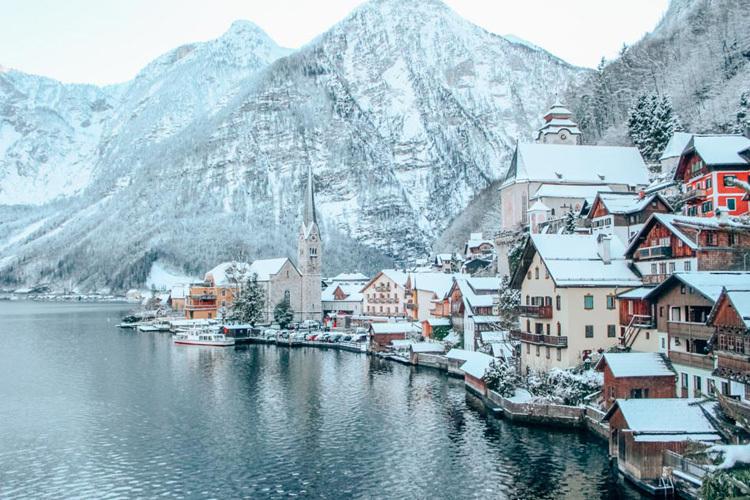 Làng Hallstatt được UNESCO công nhận là di sản thế giới vào năm 1997. Ảnh: Practical Wanderlust.