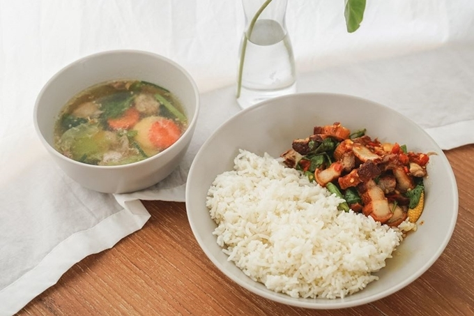Bên cạnh đó, quán còn phục vụ cơm trưa gồm các món ăn đặc trưng của người Thái dành cho khách ở lại chơi lâu.  Địa chỉ: 202 Bang Bon 4 Rd, Khwaeng Bang Bon, Bang Bon, Bangkok. Ảnh Orange Bliss