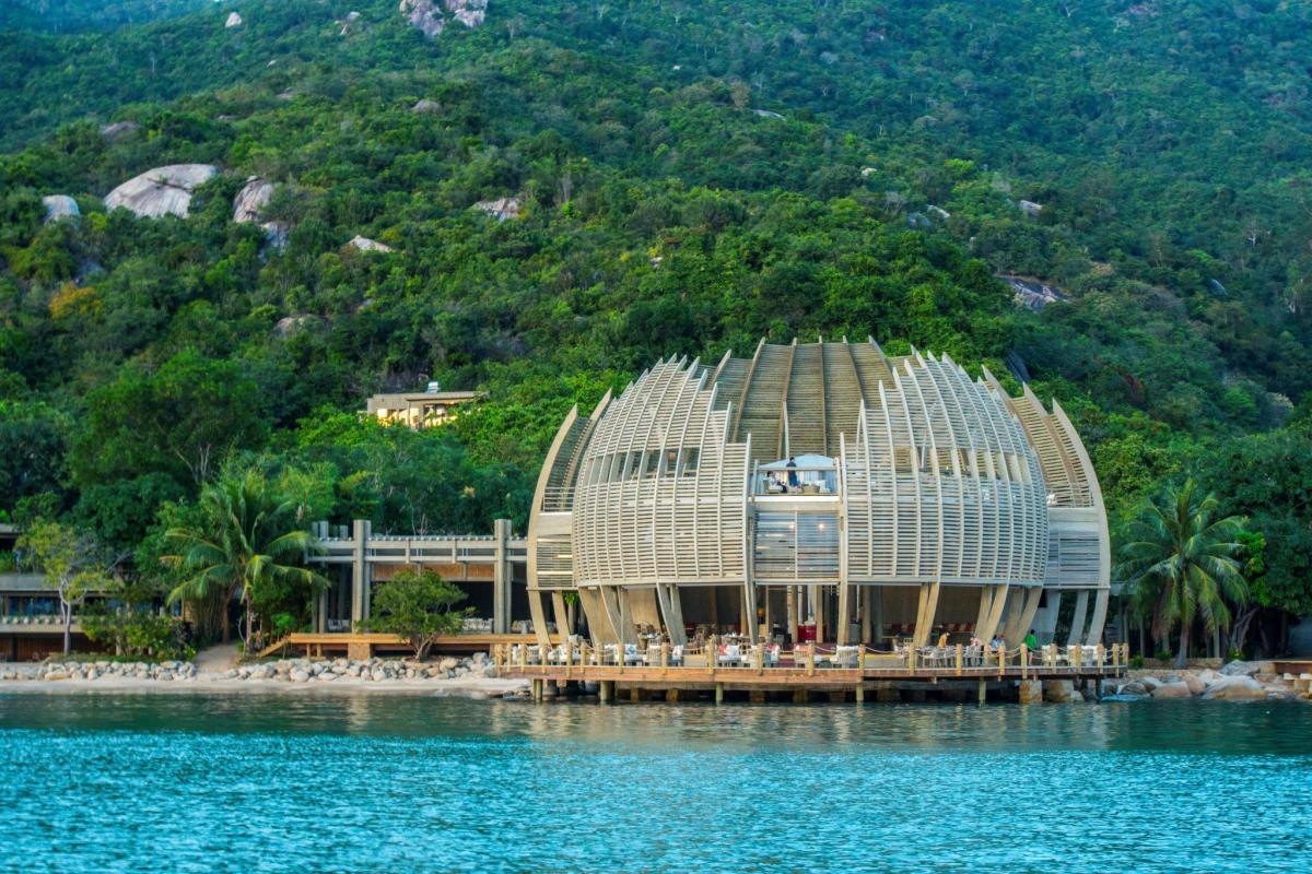top-7-resort-nha-trang-tua-son-huong-thuy-ivivu-7