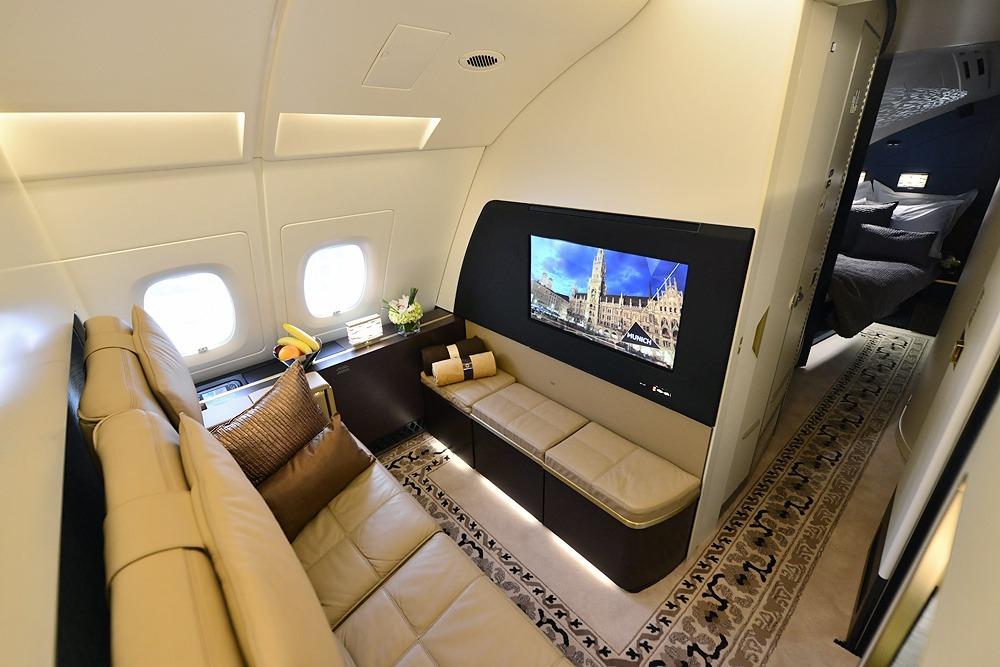 Nếu bạn cho rằng không còn gì tốt hơn chuyến bay hạng nhất, chiếc vé Etihad's The Residence sẽ khiến suy nghĩ đó thay đổi. Được mệnh danh là vé máy bay đắt nhất thế giới, Etihad's The Residence sẽ giúp du khách tận hưởng hành trình xa hoa đáng nhớ.