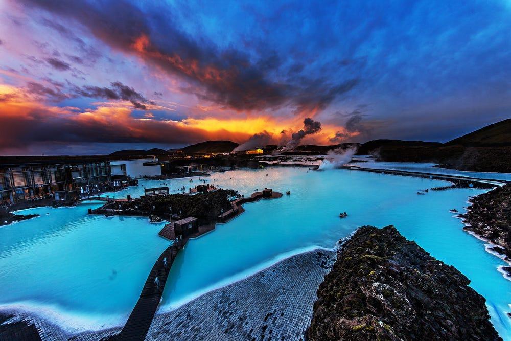 Một nơi nơi thích hợp để cân bằng tâm hồn: Tại Iceland, bạn có thể đi đến đỉnh núi hoặc ghé thăm suối nước nóng Blue Lagoon nổi tiếng để thư giãn và tận hưởng không khí trong lành. Lang thang trên những con đường Laugavegur, người thích một mình sẽ tìm được nhiều ngóc ngách nhỏ và yên tĩnh. Ảnh: Insider.