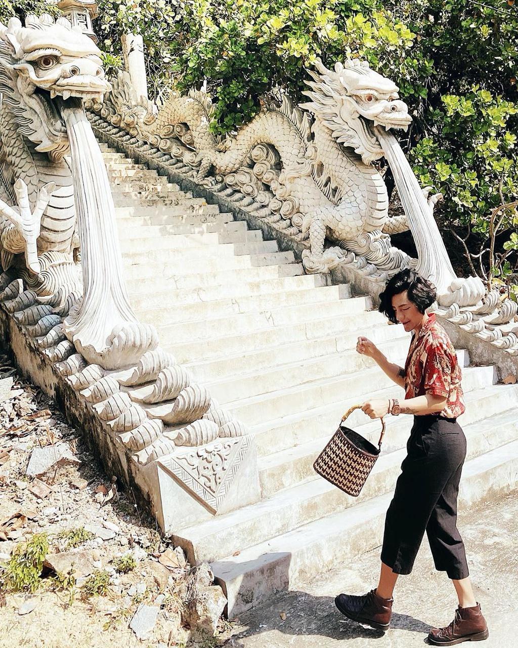 3-ngoi-chua-co-kien-truc-doc-dao-hut-khach-o-khanh-hoa-IVIVU-10