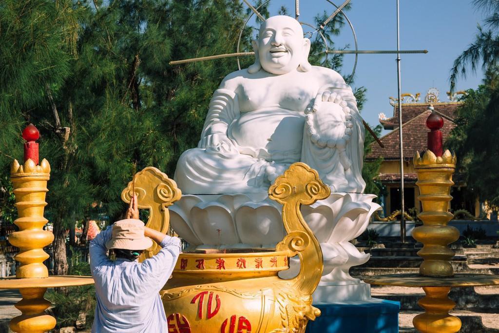 3-ngoi-chua-co-kien-truc-doc-dao-hut-khach-o-khanh-hoa-IVIVU-14