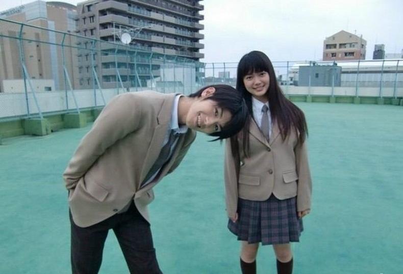 8. Những người yêu nhau chỉ gặp gỡ 1-2 lần/tháng. Các cặp đôi yêu nhau ở Nhật Bản không gặp nhau mỗi ngày. Họ hoàn toàn ổn khi gặp nhau chỉ một vài lần trong tháng. Không dành thời gian cho nhau, họ cũng không nhắn tin liên tục hay gửi ảnh. Điều này không có nghĩa là họ không yêu nhau. Bên cạnh đó, Nhật Bản không phát triển văn hóa tán tỉnh. Những người đang yêu cũng không thể hiện tình cảm ở nơi công cộng, điều duy nhất họ làm là nắm tay nhau.