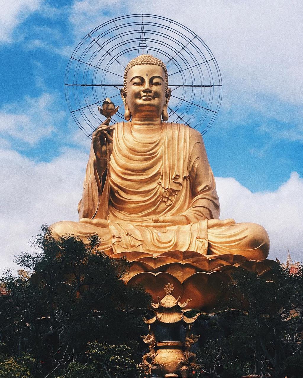 du-xuan-dau-nam-tai-nhung-ngoi-chua-dep-linh-thieng-o-da-lat-ivivu-10