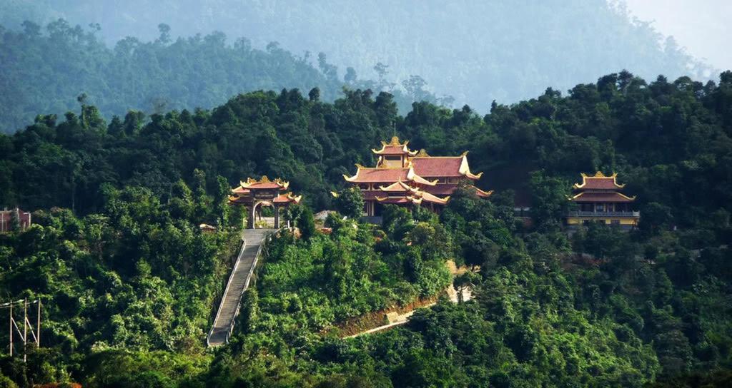 du-xuan-dau-nam-tai-nhung-ngoi-chua-dep-linh-thieng-o-da-lat-ivivu-5