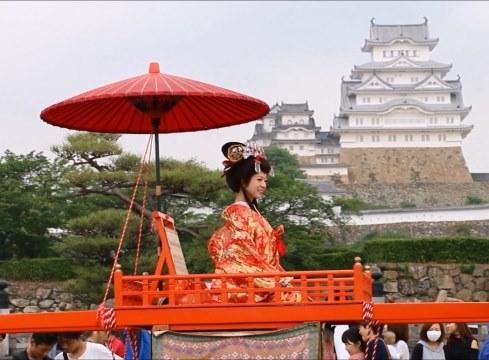 Lễ rước truyền thống của Nhật Bản được tổ chức tại lâu đài Hemeji.