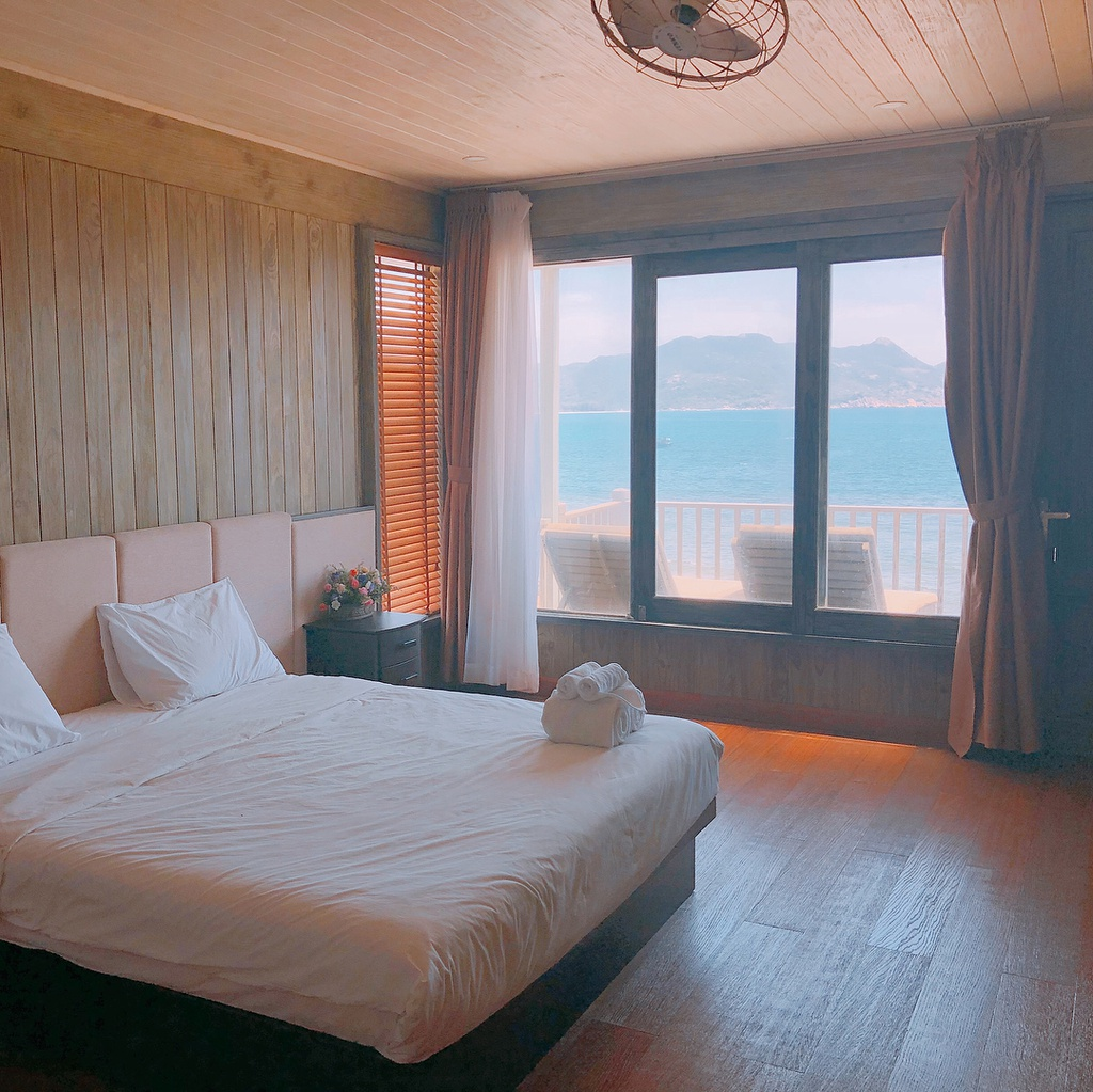 vi-vu-bien-dao-khanh-hoa-check-in-5-resort-sang-chanh-IVIVU-15