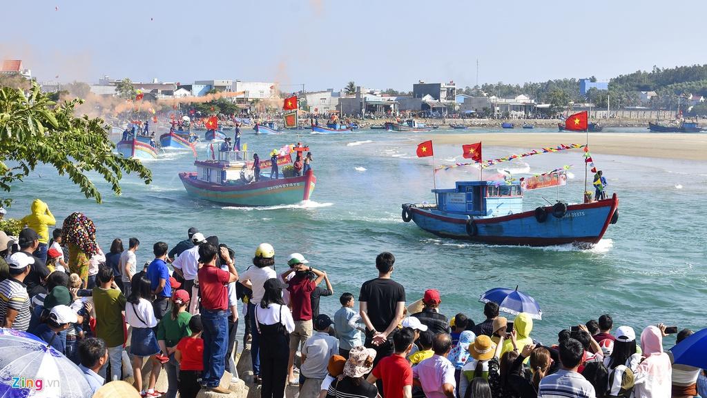 Lễ hội cầu ngư mang nét văn hóa đặc trưng miền biển của cư dân Sa Huỳnh. Các chuyên gia đánh giá những làng chài nơi đây bức tranh tổng thể đa dạng giá trị di sản, hội tụ tinh hoa của ba nền văn hóa Sa Huỳnh, Chăm Pa và Đại Việt.