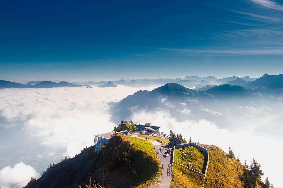 Stanserhorn là một ngọn núi nằm ở vùng Nidwalden, gần ranh giới Obwalden, Thuỵ Sĩ. Với đỉnh núi ở độ cao 1.898 m so với mực nước biển, nơi đây cho du khách chiêm ngưỡng khung cảnh ngoạn mục. Ảnh: Pixabay.