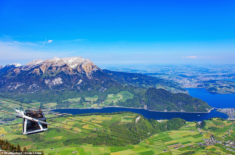 Dự án này được hoàn thiện và đi vào hoạt động từ năm 2010, với tổng giá trị đầu tư là 28,1 triệu franc Thụy Sĩ (tương đương 29,5 triệu USD). Cáp treo này thành công đến mức trở thành một điểm đến hút khách của cả vùng và xuất hiện trên tem của Bưu điện Thụy Sĩ. Ảnh: Dailymail.
