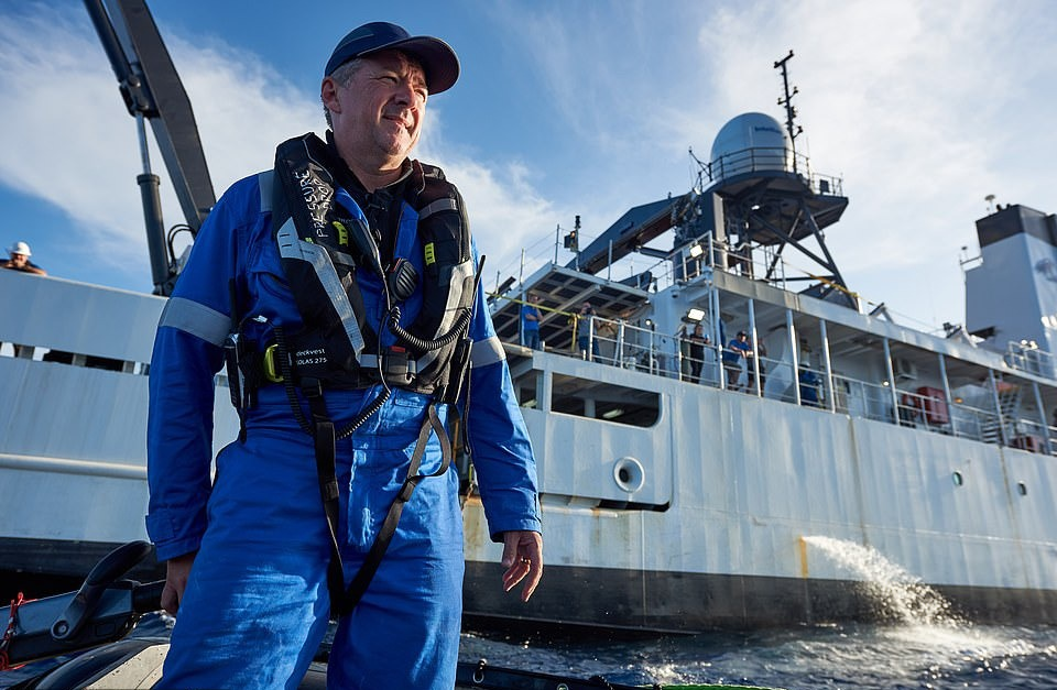 Trưởng nhóm dẫn đoàn khách Rob McCallum nói rằng hành trình thám hiểm tới đáy Mariana là chuyến khám phá điểm đến độc nhất Trái Đất. Đoàn thám hiểm dự kiến sẽ bắt đầu hành trình vào tháng 6.