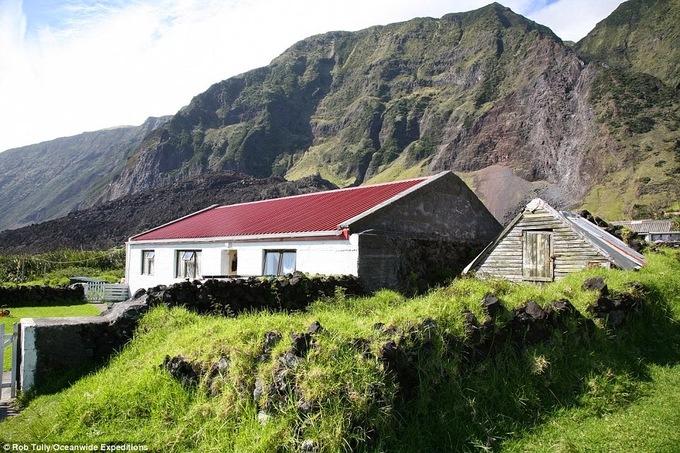 Một ngôi nhà trên hòn đảo. Ảnh: Rob Tully.