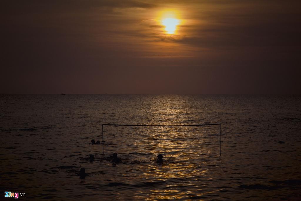 Trước khi chia tay Phú Quốc, du khách đừng quên ghi lại khoảnh khắc hoàng hôn buông trên biển, một nét đẹp đặc biệt của đảo ngọc.