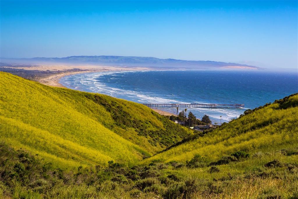Pismo Preserve là đường mòn đi bộ và đi xe đạp thuộc bờ biển miền Trung của California. Con đường trải dài 17.7 km trên những ngọn đồi và bãi biển Pismo, chạy qua rừng sồi và hẻm núi, có view nhìn ra Thái Bình Dương. Đây được xem là một trong những con đường vượt biển ấn tượng nhất thế giới, với phong cảnh thiên nhiên tuyệt đẹp.
