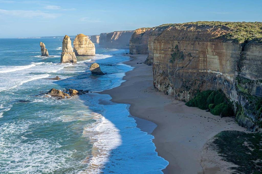 Great Ocean (Austrailia) là cung đường ven biển có chiều dài 243 km, với phong cảnh thiên nhiên ngoạn mục trải dọc bờ biển Australia. Bạn thậm chí có thể thấy những con kangaroo khi di chuyển trên tuyến đường này.