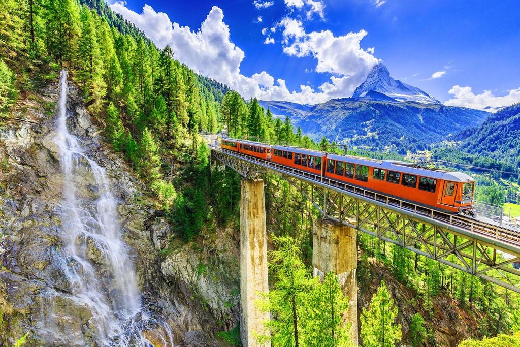 Thụy Sĩ là quốc gia hạnh phúc thứ 3 trên thế giới. Phong cảnh thiên nhiên hùng vĩ, tuyệt đẹp là một phần khiến nơi đây trở thành điểm đến lý tưởng của nhiều người. Mới đây, trang web bảo hiểm du lịch Insurly đã xếp hạng Thụy Sĩ đứng đầu trong danh sách các quốc gia an toàn nhất hành tinh đối với khách du lịch.