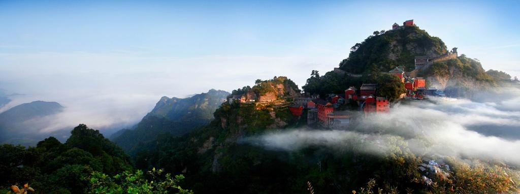 Nơi đây được UNESCO công nhận là Di sản Thiên nhiên và Văn hóa thế giới từ năm 1994 và được vinh danh là một trong những công viên địa lý đẹp nhất thế giới. Ảnh: Chinadaily.