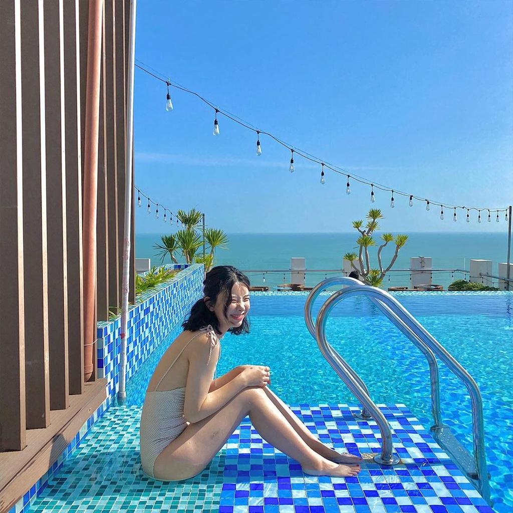 """Tọa lạc tại vị trí đắc địa ở thành phố Đà Nẵng, HAIAN Beach Hotel Spa cũng có hồ vô cực cho tín đồ du lịch muốn check-in """"chanh sả"""". Khách sạn này có hơn 212 phòng với thiết kế tiện nghi, sang chảnh. Ảnh: ranvely_k_."""