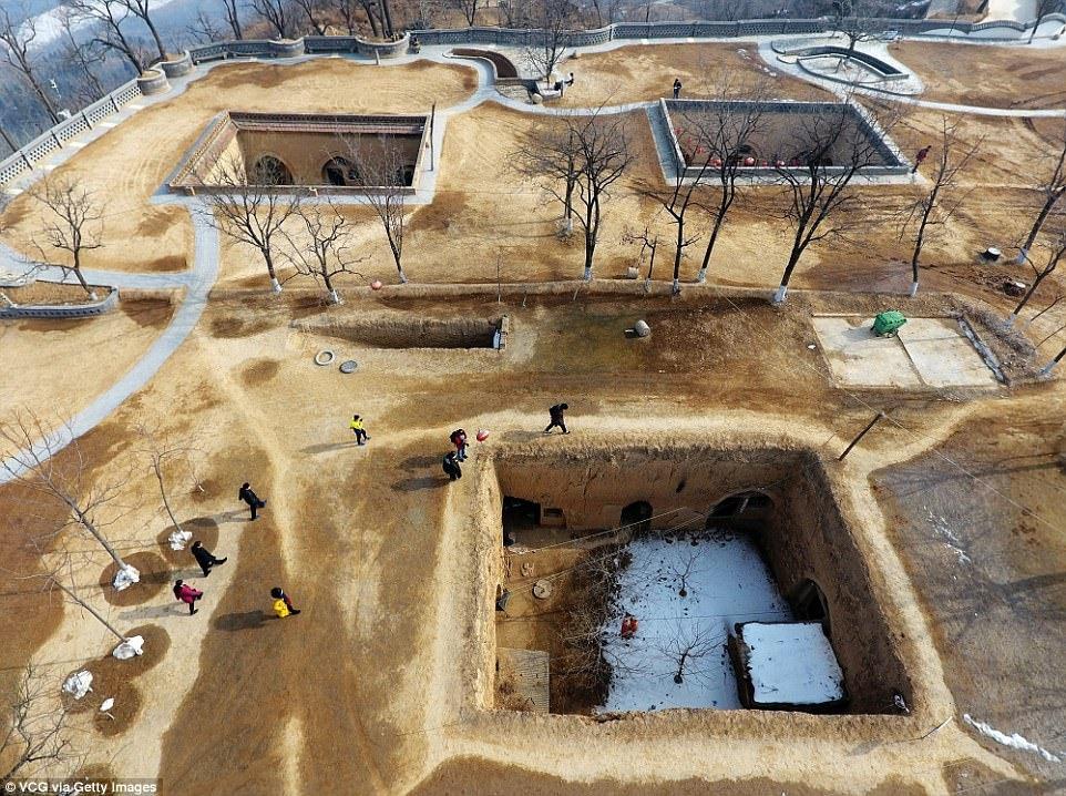Làng dưới đất: Zhangbian là ngôi làng nổi tiếng ở Tam Môn Hiệp (Hà Nam) với những ngôi nhà phức tạp dưới lòng đất. Phương thức làm nhà này đã có lịch sử từ hơn 4.000 năm trước. Ảnh: Gettyimages.