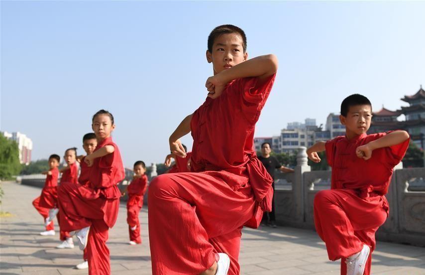 Thương Châu, Hà Bắc: Đây là thành phố có vị trí chiến lược quan trọng trong lịch sử Trung Quốc, nên truyền thống học võ của người dân đã có từ lâu, nhằm bảo vệ bản thân. Hiện tại, Thương Châu có 53 trường dạy võ thuật và là quê hương của nhiều bậc thầy kungfu nổi tiếng. Ảnh: Ecns.