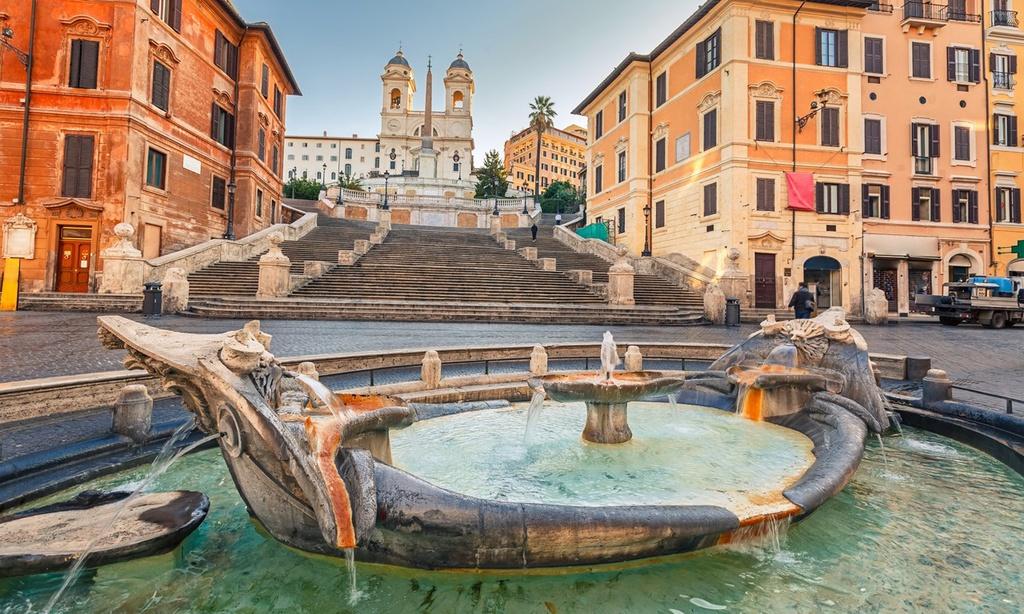 2. Spanish Steps, Italy: Là một trong những cầu thang đẹp nhất thế giới, Spanish Steps được xây dựng trên một ngọn đồi dốc để nối nhà thờ Trinità dei Monti với quảng trường Spagna bên dưới. Mặc dù chỉ bao gồm 135 bậc thang, vẻ đẹp thanh lịch của nơi đây đã được ưu ái xuất hiện trong nhiều bộ phim điện ảnh, nổi bất nhất là tác phẩm kinh điển năm 1953 - Roman Holiday. Ngồi trên bậc cầu thang và thưởng thức kem Gelato đã trở thành một trải nghiệm không thể bỏ qua đối với mọi du khách khi đến Rome. Ảnh: Maskim.