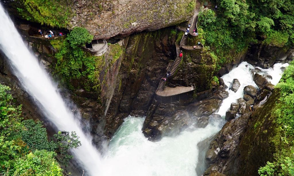 3. Canyon Staircase, Ecuador: Dù chỉ sở hữu chiều cao 80 m, đây vẫn được xem là một trong những công trình ngoạn mục nhất thế giới với cấu trúc uốn lượn dọc thác nước Paílón del Diabl hùng vĩ. Ảnh: Getty.