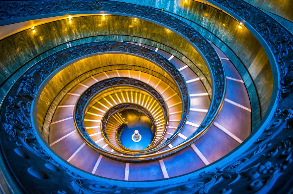 7. Momo staircase, Vatican: Cầu thang xoắn ốc này thuộc bảo tàng Vatican và được thiết kế bởi kiến trúc sư người Ý Giuseppe Momo vào 1932. Đây là phiên bản hiện đại được vẽ theo cảm hứng từ một thiết kế xoắn ốc kép có từ thế kỷ 16, mang tên Bramante. Ảnh: Ashot.