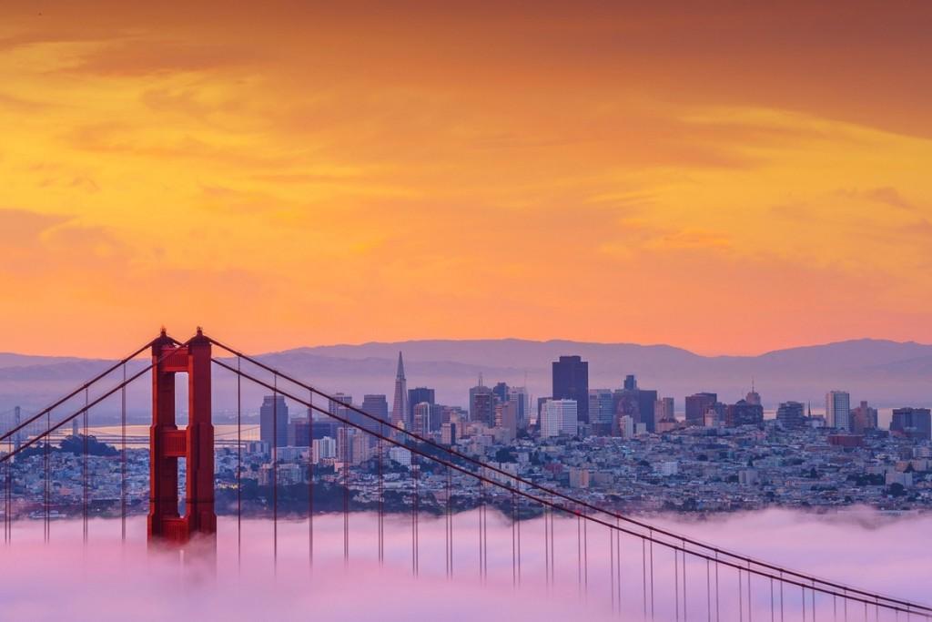 Cầu Cổng vàng, bang California, Mỹ  Cầu Golden Gate là kiến trúc mang tính biểu tượng của thành phố San Francisco và hạt Marin, bang California. Cây cầu dài hơn 2,7 km, bắc qua Cổng Vàng, nối liền thành phố và mũi phía bắc của bán đảo San Francisco. Mỗi năm, cây cầu thu hút khoảng 10 triệu lượt du khách tới tham quan, tìm hiểu về lịch sử và ngắm cảnh.  Ngoài những cây cầu kể trên, trang tin còn giới thiệu cầu Millennium, London; cầu Rialto, Italy; cầu Forth, di sản Thế giới Unesco của Scotland... Ảnh: Shutterstock.