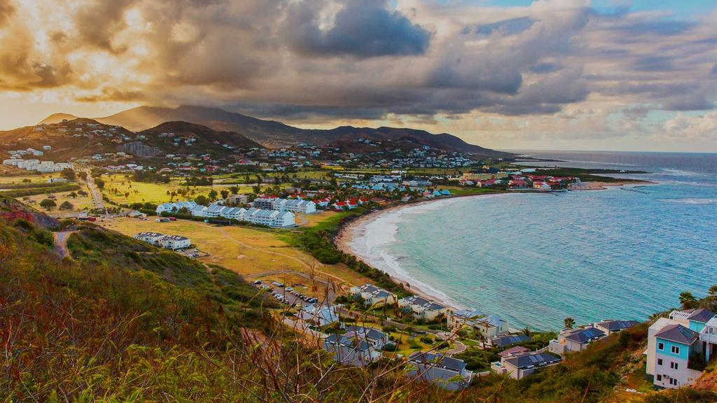 St. Kitts and Nevis: Quốc đảo này nằm ở vùng biển Caribbean, gồm hai đảo lớn. Thủ đô của St. Kitts and Nevis là Basseterre, với kiến trúc và văn hóa, ẩm thực độc đáo. Ảnh: Celebrity Cruise.
