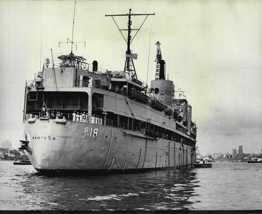 USS Proteus và USS Nereus đã biến mất trên cùng một tuyến đường biển: Năm 1941, USS Proteus bị mất tích khi đang trên đường từ St.Thomas (Mỹ) đến Bờ Đông. Tàu chở 58 thành viên hải quân. Kỳ lạ hơn, con tàu cùng lớp USS Nereus cũng biến mất ở cùng tuyến đường chỉ một tháng sau đó với 61 người trên tàu. Ảnh: Steven.