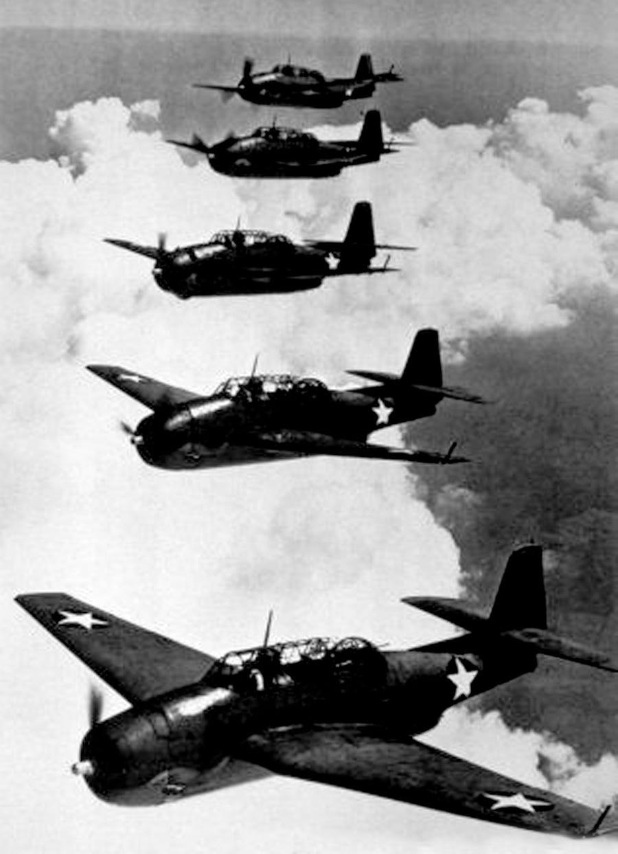 """5 chiếc máy bay biến mất cùng lúc vào năm 1945 với thông điệp cuối cùng: Năm 1945, """"Chuyến bay 19"""" với 5 chiếc máy bay ném ngư lôi TBM Avenger của Hải quân Mỹ được lên kế hoạch hoàn thành một cuộc tập trận kéo dài 3 giờ trên Đại Tây Dương. Ảnh: Apic. Lich su dai nhung dieu bi an cua Tam giac quy Bermuda hinh anh 8 7._Getty.jpg"""