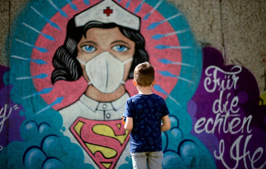 Trên bức tường Hamm, Đức, tác phẩm nghệ thuật ra đời như một lời cảm ơn đến những nhân viên y tế, các y tá, bác sĩ đã tận tình cứu chữa bệnh nhân mắc Covid-19 trong thời gian qua.