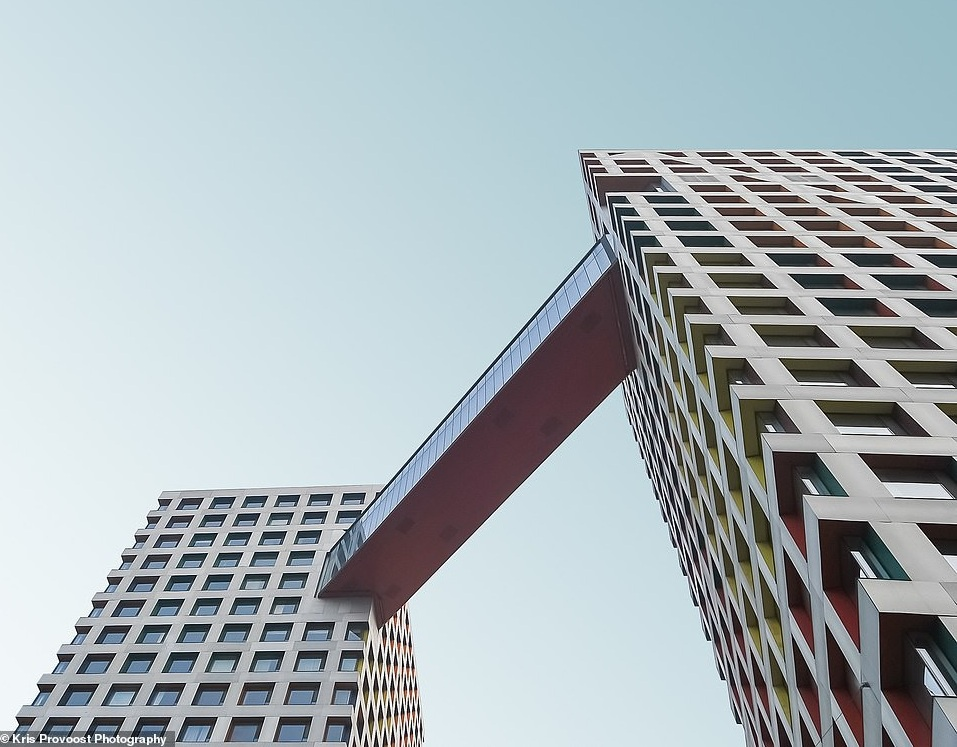 The Linked Hybrid ở Bắc Kinh là tác phẩm của kiến trúc sư Steven Holl với những tòa tháp rộng 220.000 m2 được liên kết với nhau bằng hành lang trên không.