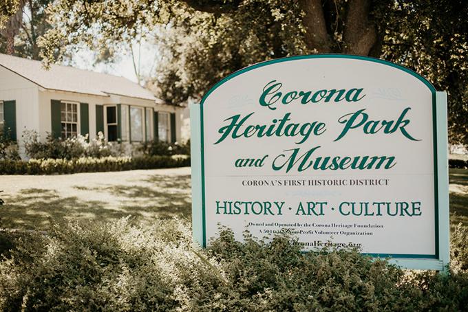 Với dân cư đa sắc dân, văn hoá ở Corona cũng là sự giao thoa của nhiều giá trị. Công viên di sản và bảo tàng Corona là địa điểm để du khách tìm hiểu về những điều này. Khuôn viên xinh đẹp, nhiều cây xanh ở đây cũng là nơi người dân trong thị trấn tổ chức đám cưới.