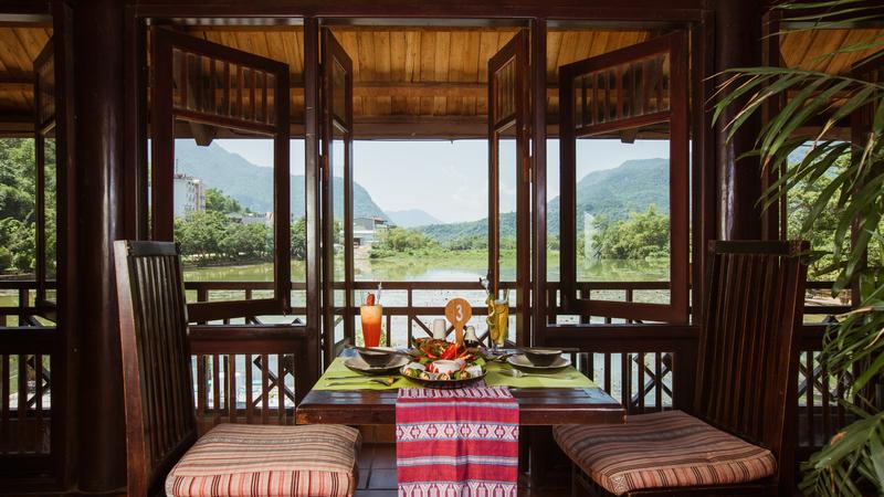2n1d-o-khach-san-Mai-Chau-Lodge-Hoa-Binh-an-sang-ivivu-5