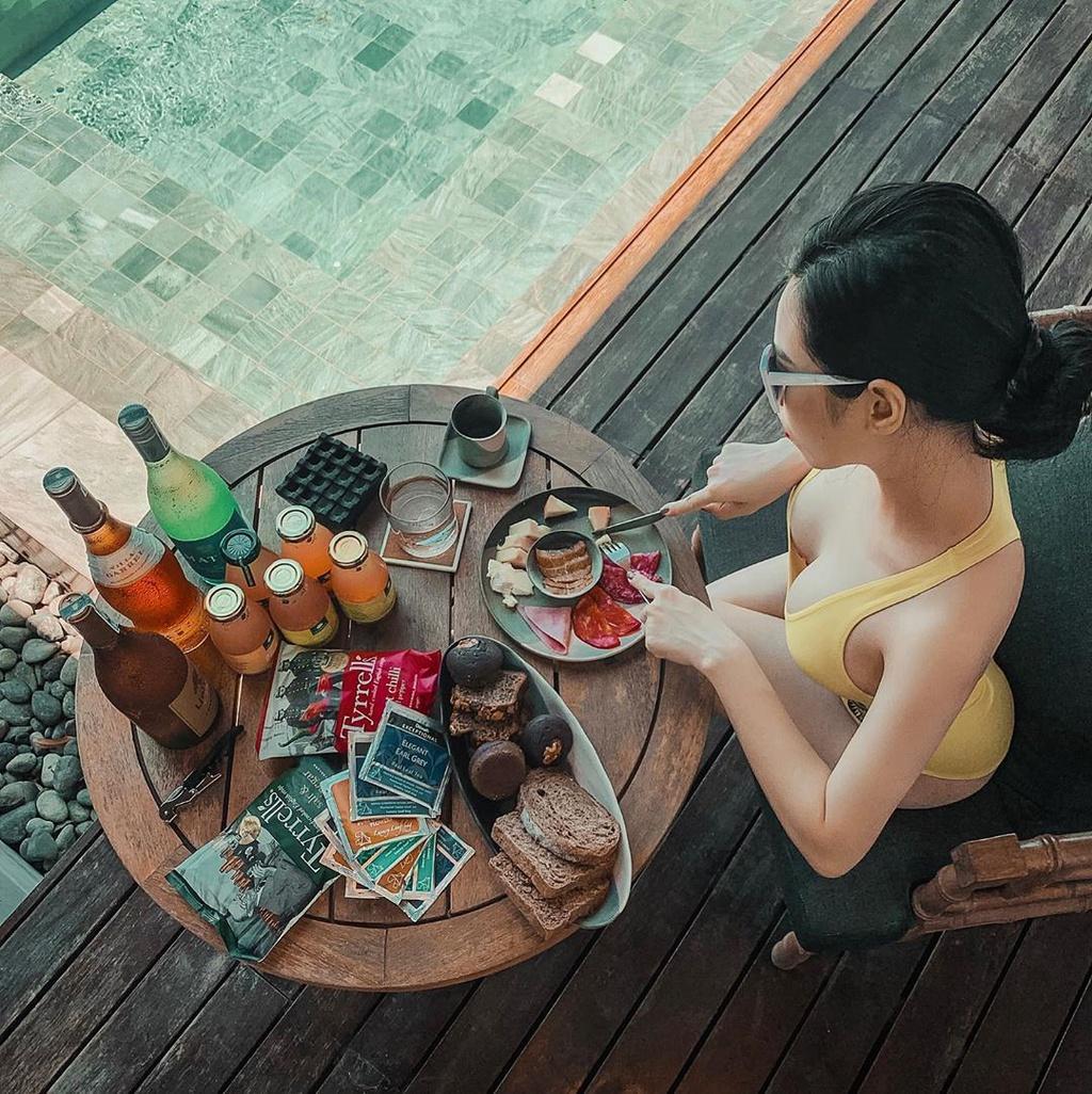 giai-nhiet-tai-ho-boi-view-bien-sang-trong-o-4-resort-quy-nhon-ivivu-4