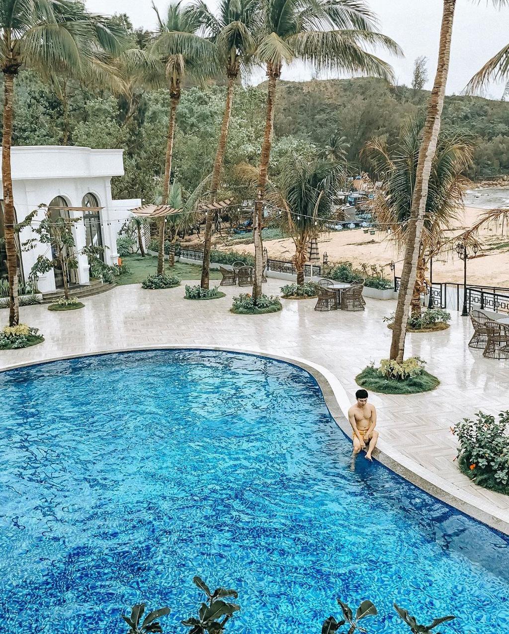 giai-nhiet-tai-ho-boi-view-bien-sang-trong-o-4-resort-quy-nhon-ivivu-7