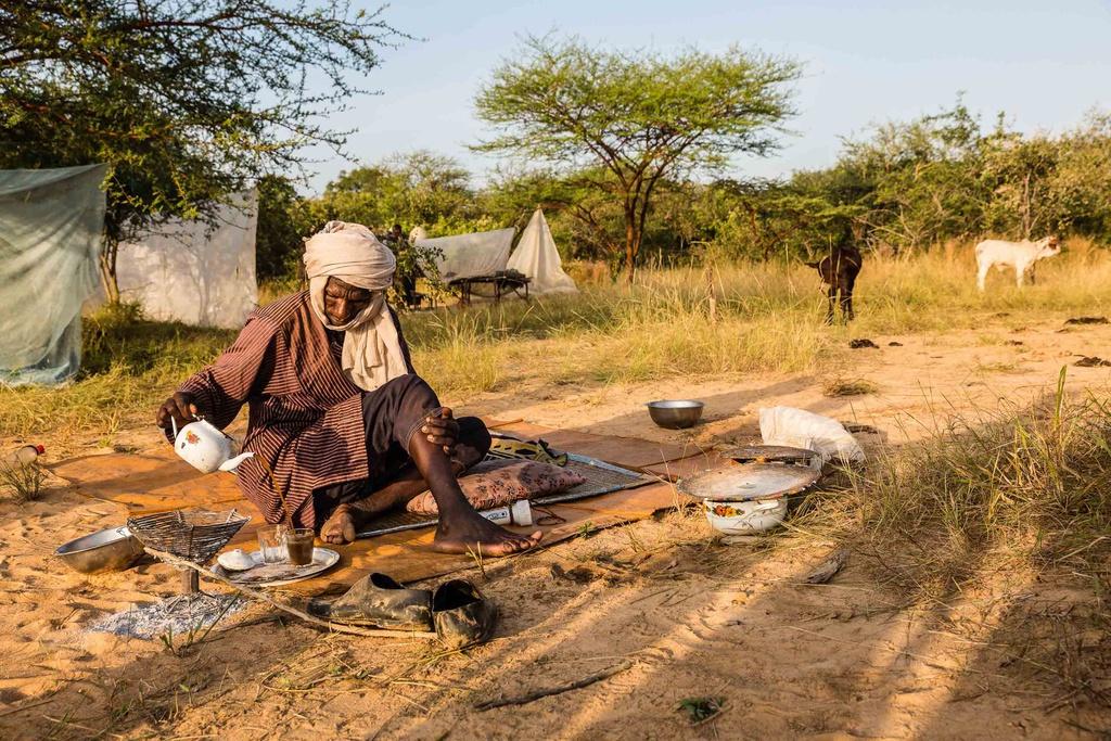 Uống trà là nghi thức quan trọng trong văn hóa bộ tộc này. Một số đồ trang điểm được cho là có sức mạnh ma thuật và người Wodaabe hết sức bảo vệ nó. Bột trang điểm màu cam chỉ được tìm thấy bên cạnh ngọn núi gần Jongooria ở trung tâm Nigeria. Một số người phải thực hiện chuyến đi dài 1.400 km để tìm kiếm.