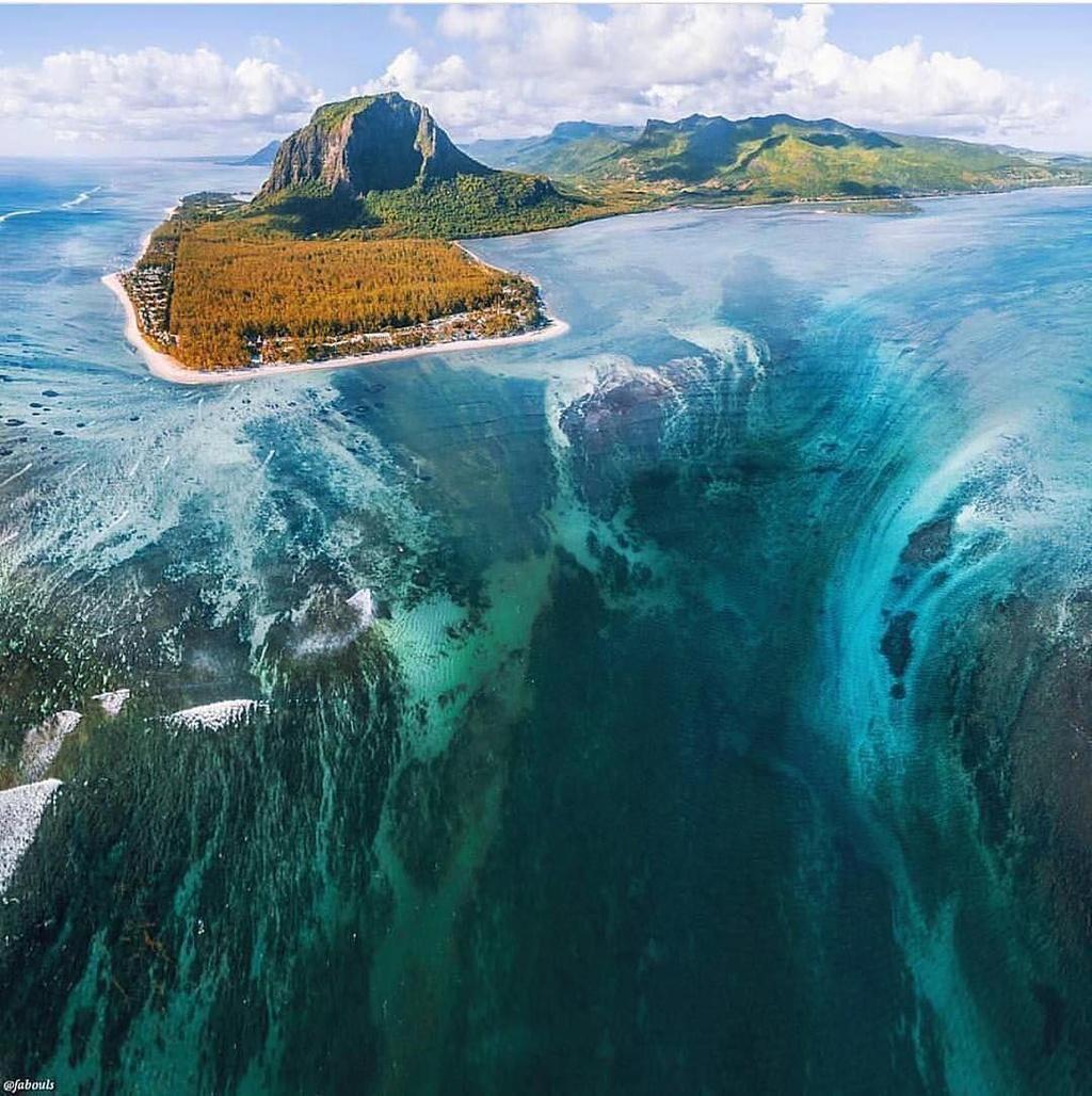 """Tuy nhiên, """"thác nước ngầm"""" này thực chất là cát từ bờ theo dòng biển chảy xuống vùng nước sâu hơn ngoài khơi bán đảo. Ảnh: Smithsonian Magazine."""