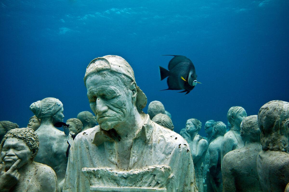 Bảo tàng dưới nước gồm 2 khu vực trưng bày là Salon Manchones ở độ sâu 8 m và Punta Nizuc, độ sâu 4 m. Các tác phẩm với nhiều chủ đề, phản ánh các sắc thái, cuộc sống của cộng đồng ngư dân. Trong đó có khoảng 90 bức được đúc từ người thật, là những cư dân ở làng chài Puerto Morelos. Ảnh: Jason deCaires Taylor.