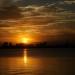 Tháng 6 là thời điểm ban ngày trời xanh, quang mây, về chiều nắng hoàng hôn rực đỏ tạo nên khung cảnh đẹp. Ai đi qua khu vực hồ Tây cũng phải ngoái cổ ngắm nhìn.