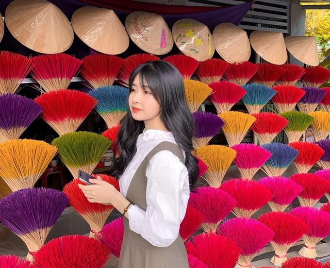 Bức ảnh của nữ sinh Hoàng Hạnh Nguyên thu hút hàng nghìn lượt thích trên Instagram nhờ góc chụp và cách phối đồ hài hòa với khung cảnh. Ảnh: Hoàng Hạnh Nguyên.
