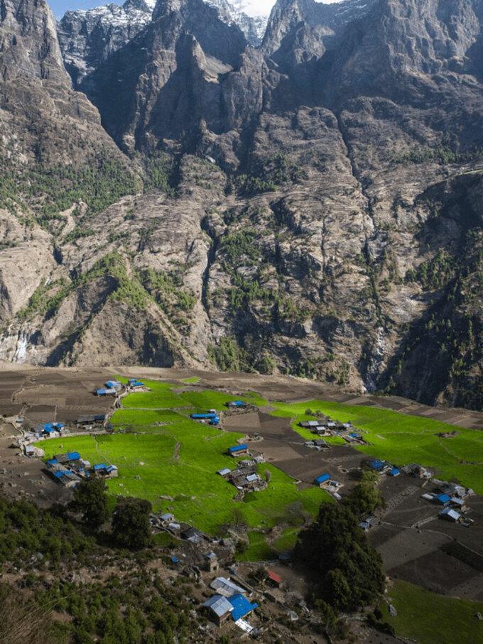 Các ngôi làng yên bình, ẩn mình bên dãy Himalaya là nguồn cảm hứng vô tận của nhiều du khách khi chinh phục các cung đường trên núi. Ảnh: Nepal Times.