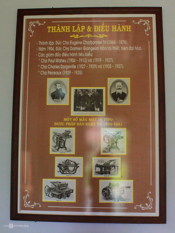 Nhà in Làng Sông từng có sự đầu tư lớn về máy móc thiết bị. Đặc biệt đến năm 1904, nhà in phát triển mạnh và có tiếng tăm dưới sự điều hành của linh mục Paul Maheu, từng học về in ấn tại Hong Kong. Bấy giờ, nhiều cây bút lớn miền Nam như Trương Vĩnh Ký, Lê Văn Đức cũng gửi bản thảo ra tận nhà in sách ở miền Trung này.