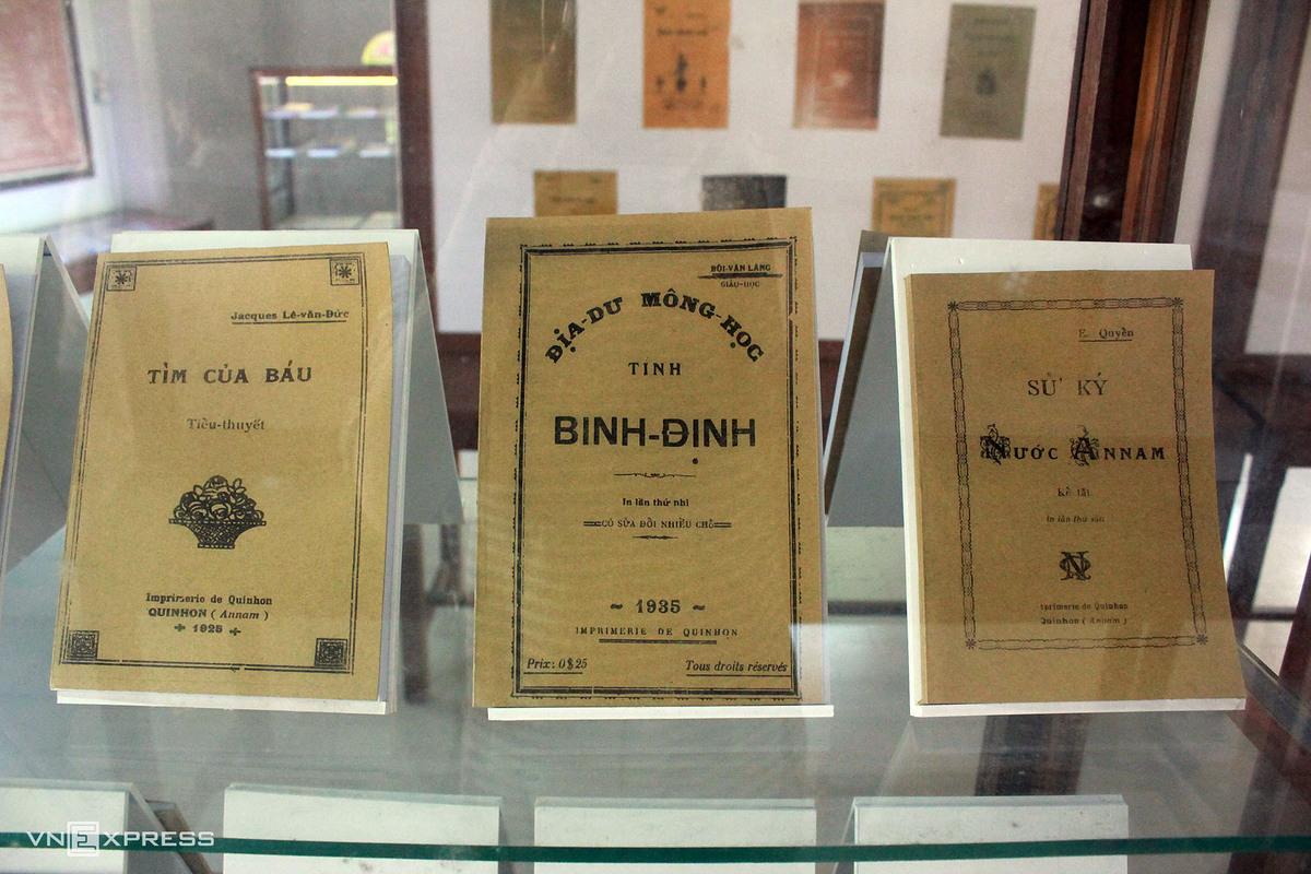 Tại đây từng in sách tiếng Latin, tiếng Pháp và chữ Quốc ngữ, hiện đều được lưu giữ nguyên bản, tái xuất bản hoặc bìa sách tại tiểu chủng viện.  Riêng năm 1910, nhà in xuất bản tới 25 đầu sách chữ Quốc ngữ, còn lại là tiếng Pháp trong tổng số 36 đầu sách. Theo thống kê năm 1922, tại đây ra đời 18.000 bản báo định kỳ, 1.000 bản sách các loại, 32.000 ấn phẩm khác, đặc biệt có tờ Lời Thăm (bán nguyệt san) được 1.500 bản phát hành cả Đông Dương.