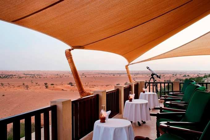 Đặc biệt, resort trang bị một khu quan sát dành cho khách muốn ngắm các loài động vật từ xa bằng kính viễn vọng. Thú vị nhất là quan sát những động vật sống về đêm như mèo cát, nhím Ethiopia, thậm chí là rắn đuôi chuông... Ảnh Al Maha